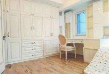 龙湖时代天街东区。房子是个一层的装修特别好。适合一家人住。