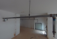 底商朝内上下两层,总高4米,一层57平米,一个卫生间一个厨房。二层45平米,一个卫生间,毛坯,急售